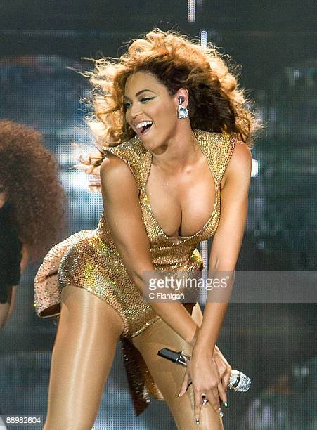 Vocalist Beyonce performs at ORACLE Arena on July 10 2009 in Oakland California
