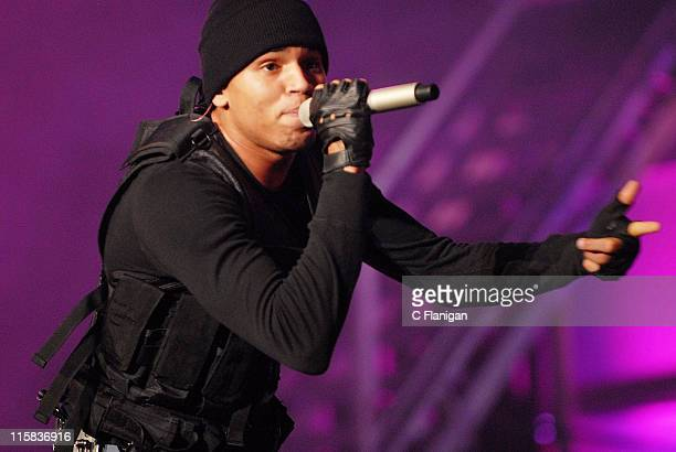 Vocalist Chris Brown performs live at the Oracle Arena on December 29, 2007 in Oakland, California.