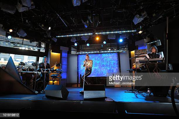 Vocalist Elly Jackson and musicians William Bowerman and Mickey O' Brien of La Roux perform on ABC's Good Morning America at ABC Studios on June 9...