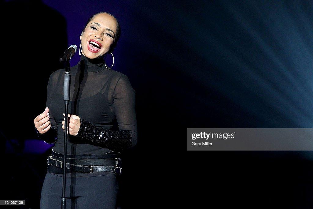 Sade With John Legend In Concert - Austin, TX : News Photo