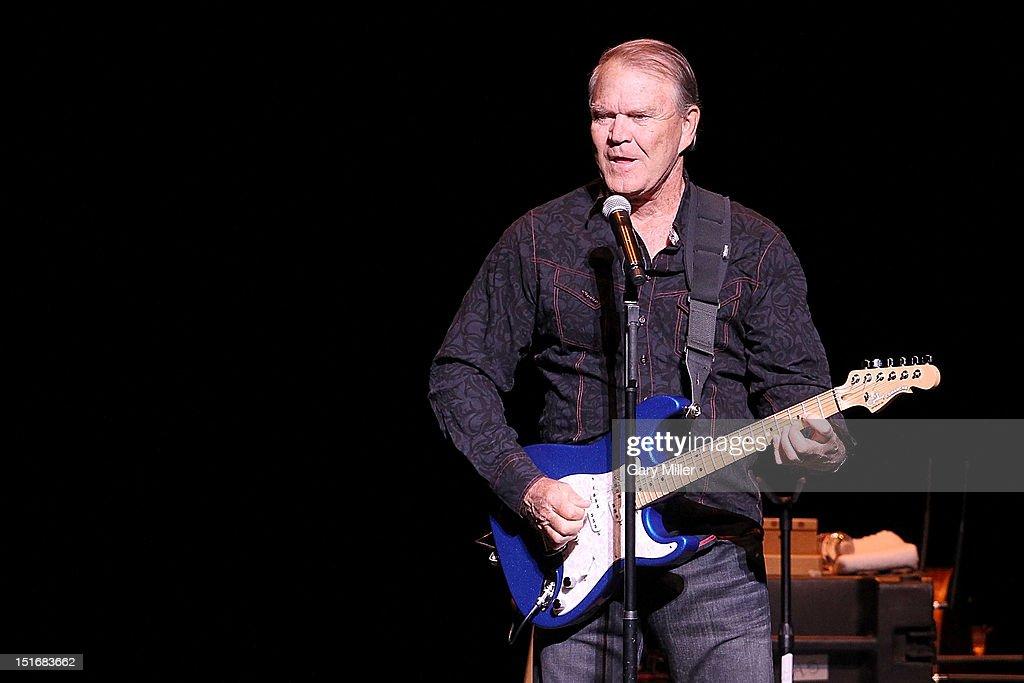 Glen Campbell In Concert - Austin, TX : Fotografia de notícias