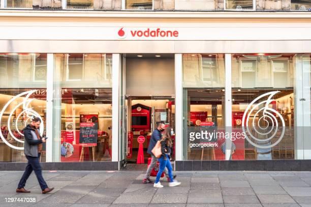 ボーダフォンハイストリートストア - vodafone ストックフォトと画像