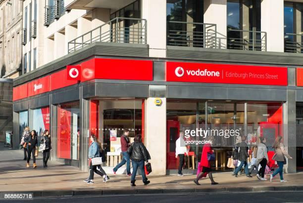 ボーダフォン販売店通り - vodafone ストックフォトと画像