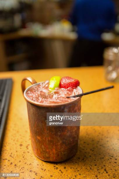 vodka moscow mule with lime and strawberry - mula imagens e fotografias de stock