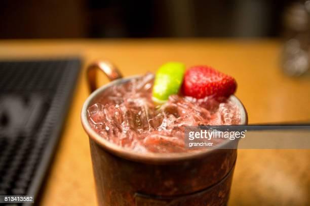 Mule de Moscou de vodka au citron vert et fraise