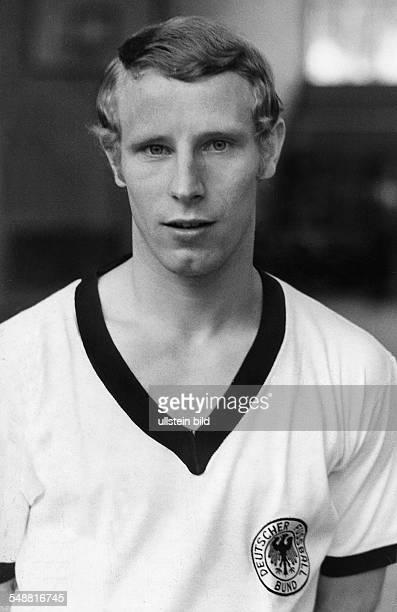 Vogts Berti * Fussballspieler Fussballtrainer D Borussia Moenchengladbach 19651979 Nationalspieler 19671978 Weltmeister 1974 Portrait im Trikot der...