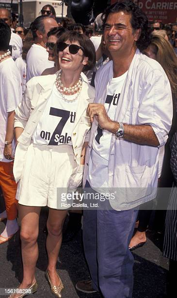 Vogue Editor Anna Wintour and Patrick DeMarchelier attend 7th On Sale Fashion Benefit on July 19 1990 in New York City