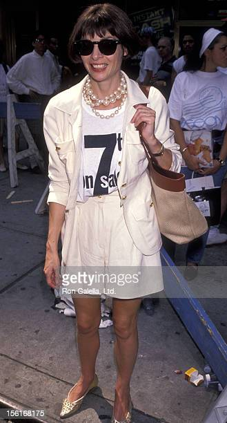 Vogue Editor Anna Wintour attends 7th On Sale Fashion Benefit on July 19 1990 in New York City