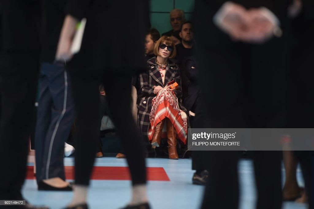US Vogue editor-in-chief Anna Wintour (C) attends the women's Fall/Winter 2018/2019 collection fashion show by Gucci in Milan, on February 21, 2018. / AFP PHOTO / Filippo MONTEFORTE
