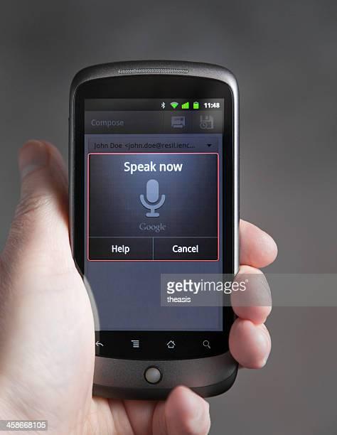 voce ingresso su un telefono android - theasis foto e immagini stock