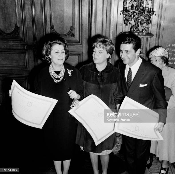 Voici les Grands Prix du Disque 1965 décernés par l'Académie du disque français à l'hôtel de ville à Paris France le 21 novembre 1964 Suzy Delair...