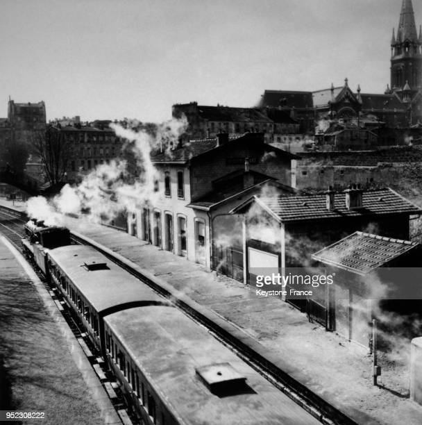Voie de chemin de fer sur la petite ceinture circa 1920 à Paris France