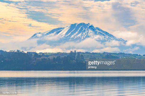volcan osorno vendo de frutillar - puerto montt - fotografias e filmes do acervo