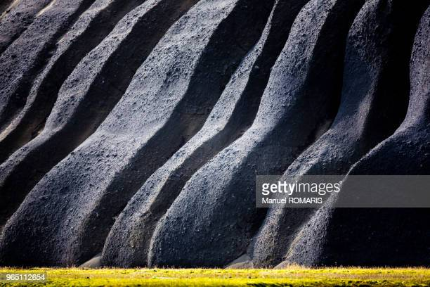 volcanic ashes, fjallabak nature reserve, iceland - volcanic terrain stock pictures, royalty-free photos & images