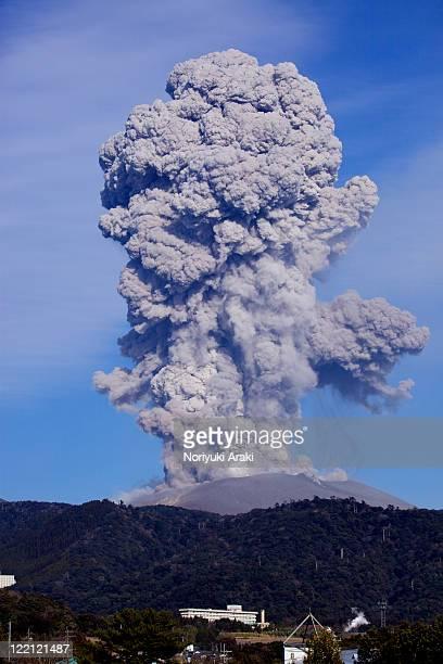 volcanic eruption - 噴出 ストックフォトと画像