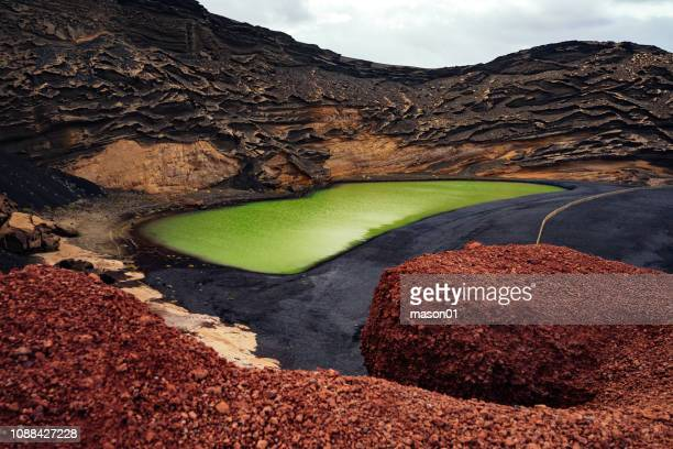 volcanic lake el golfo, lanzarote, canary islands - timanfaya national park stock pictures, royalty-free photos & images