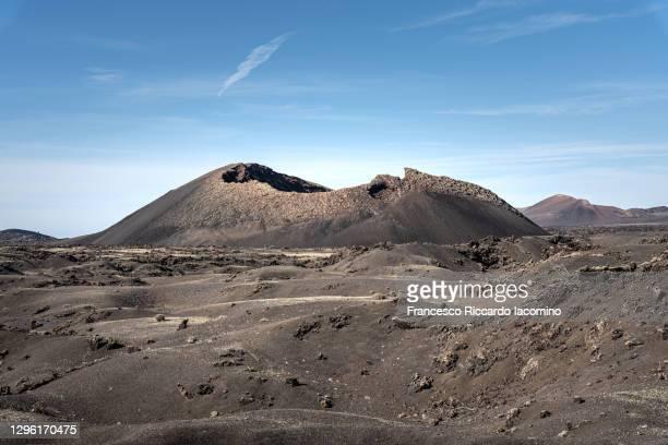 volcanic landscape and blue sky - francesco riccardo iacomino spain foto e immagini stock