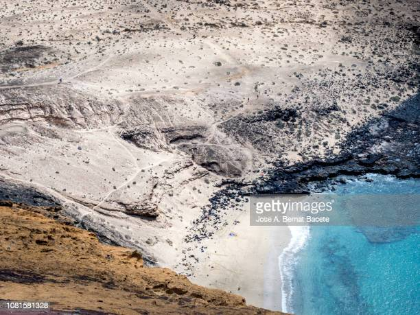 volcanic landscape close to the coast of rocks, sand and small beaches. chinijo natural park, graciosa island, canary islands, spain. - paisaje volcánico fotografías e imágenes de stock