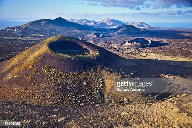 volcanic landscape in lanzarote. - timanfaya national park stock pictures, royalty-free photos & images