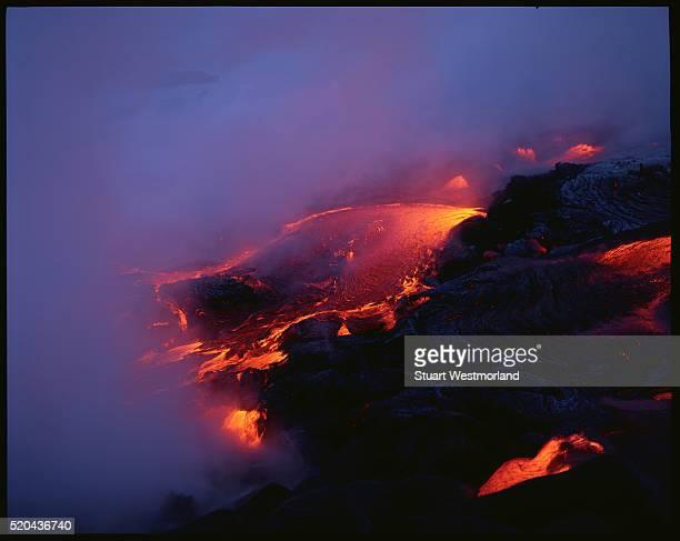 volcanic lava - vulcano attivo foto e immagini stock