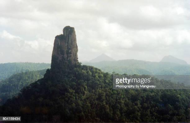 volcanic neck - pinnacle peak stock-fotos und bilder
