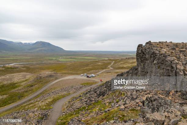 volcanic rock mountains in iceland, europe - cristian neri foto e immagini stock