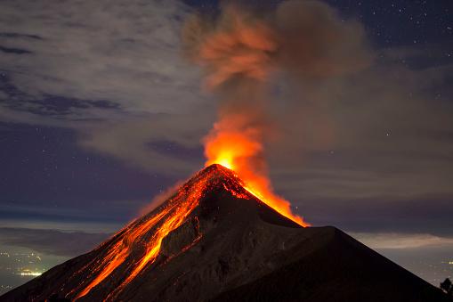 Volcano eruption captured at night, from the Volcano Fuego near Antigua, Guatemala 927488094