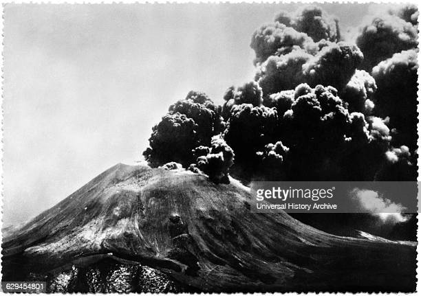 Volcano Eruption Mt Vesuvius viewed from Naples Italy Postcard circa 1944