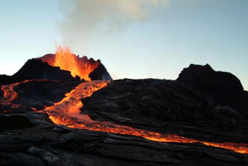 volcano eruption 94975038