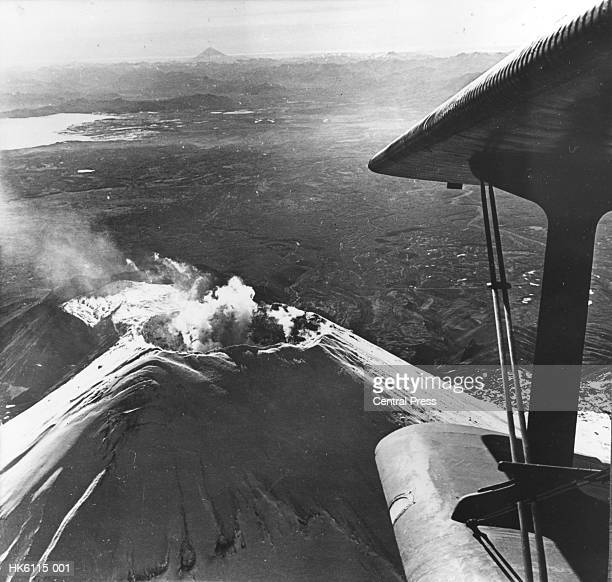 volcano land - 1961 stock pictures, royalty-free photos & images