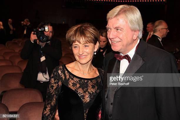 """Volker Bouffier mit Ehefrau Ursula, 22. """"Hessischer Film- und Kinopreis"""" 2012, Alte Oper, Frankfurt, Hessen, Deutschland, Europa, Foyer, Filmpreis,..."""