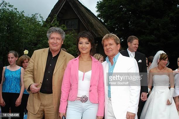 Volker Brandt Moderatorin Madeleine Wehle GG Anderson im Hintergrund rechts Brautpaar Thomas SchreiberTappe und Ehefrau Yvonne ARDNDRShow Die...