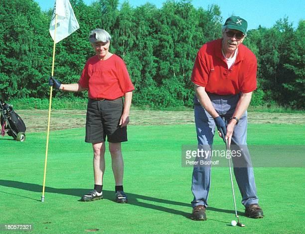Volkert Kraeft Ehefrau Edeltraut Golfplatz Golf Golfset Tasche Golftasche Golftasche Sonnenbrille Kappe Fahne Einputten Schläger Frau Mann Ehemann...
