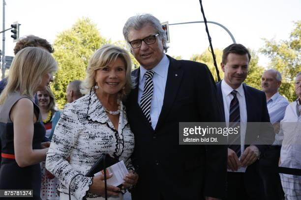 VolksmusikDuo Marianne und Michael Hartl bei der Ankunft vor dem Konrad_Adenauer_Haus am 17 Juli 2014 in Berlin Die Bundeskanzlerin lädt zu ihrem 60...