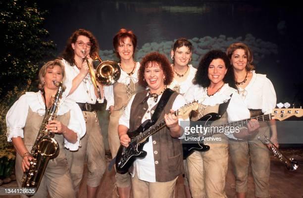 Volkstümliche Schlagerband DIE BAYERISCHE 7 zu Gast BEI STEINERS - VOLKSTÜMLICHE SCHMANKERL MIT UND OHNE MUSIK, Deutschland 2000.