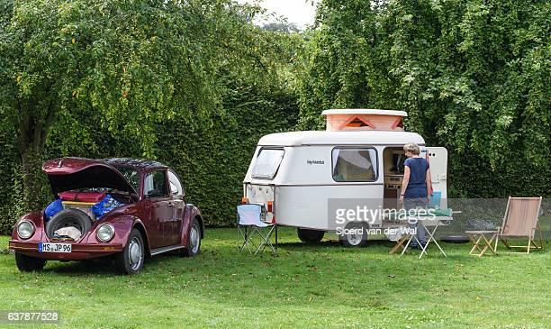"""volkswagen beetle classic car with a caravan - """"sjoerd van der wal"""" stock pictures, royalty-free photos & images"""