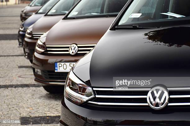 volkswagen cars in a row - volkswagen stock pictures, royalty-free photos & images
