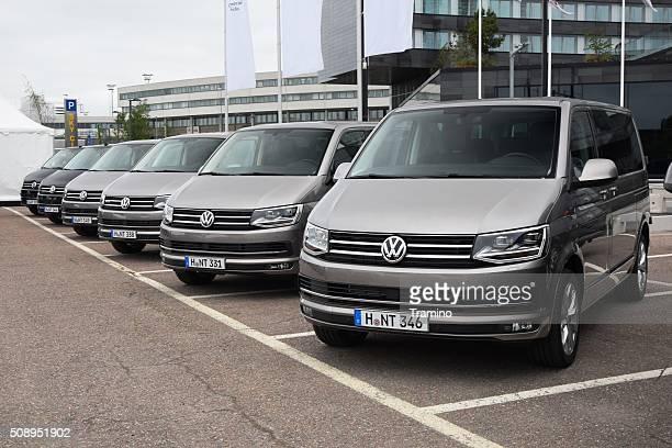 Volkswagen coches en una fila.