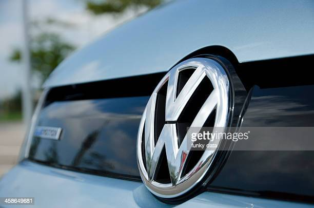 volkswagen emblem - volkswagen stock pictures, royalty-free photos & images