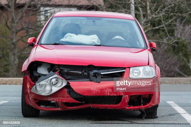 volkswagen golf unfall - crash photos stock-fotos und bilder