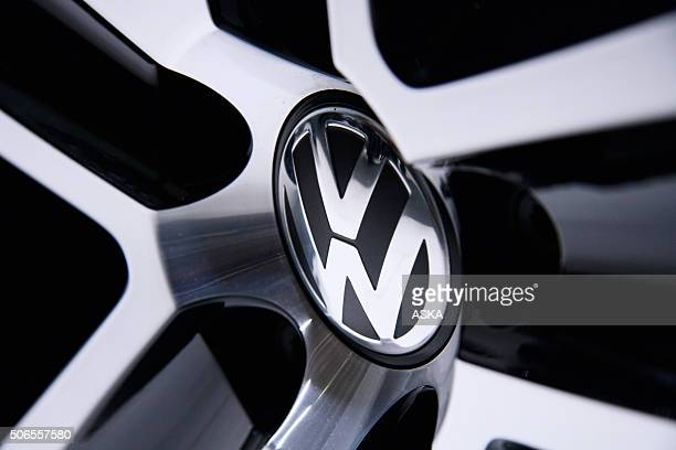 volkswagen sign - volkswagen stock pictures, royalty-free photos & images