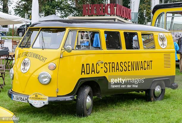 volkswagen transporter t1 adac roadside rescue van - sjoerd van der wal or sjo stockfoto's en -beelden