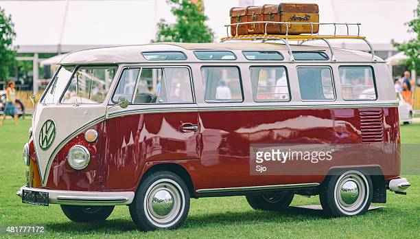 volkswagen transporter t1 mini van split screen - volkswagen stock pictures, royalty-free photos & images