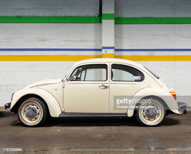 volkswagen vw käfer in parking garage - christian beirle gonzález stock pictures, royalty-free photos & images