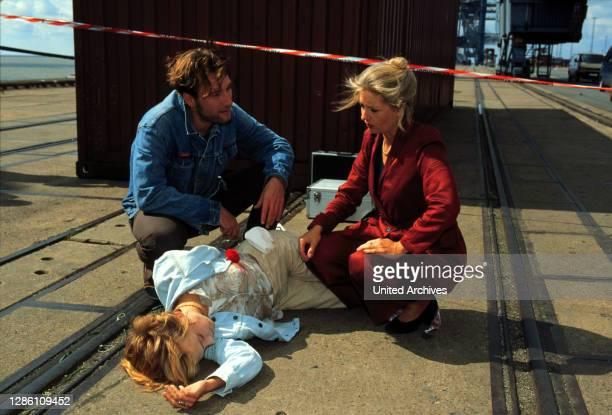 Voll ins Herz / Inga Lürsen freut sich über das Klassentreffen. Doch die Freude wärt nicht lange, da sie mitten beim Klönen zu einem Mordfall gerufen...