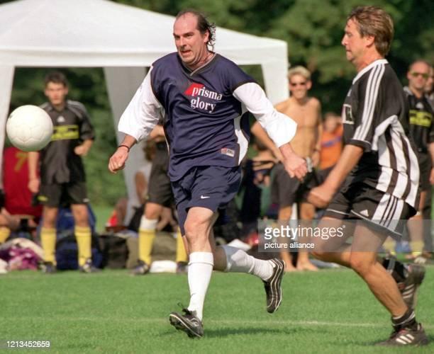 """Vollen Einsatz zeigt Schlagersänger Guildo Horn am 4.9.1999 in Köln beim Fußballturnier um den """"Deutschen Medien Cup"""". Zum dritten Mal treffen sich..."""