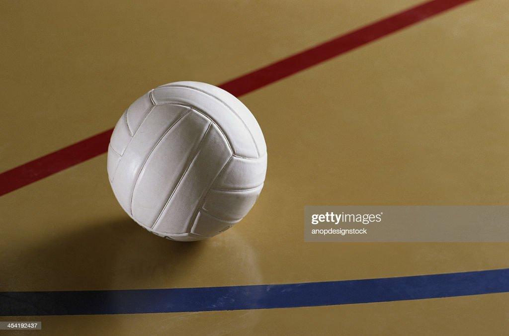 Volleyball-ball auf flloor : Stock-Foto