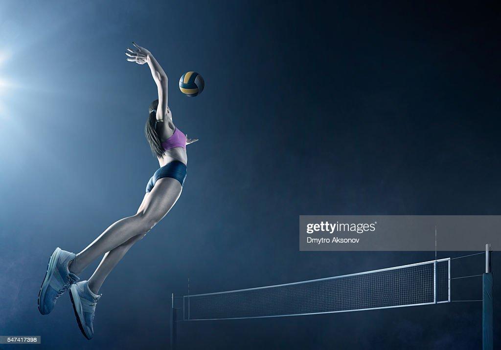 Volleyball: Schöne Spielerin in Aktion : Stock-Foto