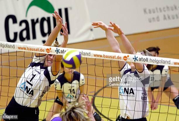Volleyball / Frauen 1 Bundesliga 03/04 Hamburg TV Fischbek Schweriner SC Block von Christina BENECKE / TV Fischbek HH Johanna BARG / TV Fischbek HH...