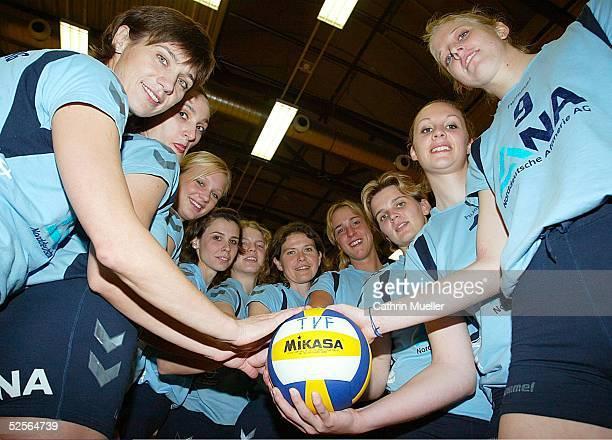 Volleyball / Frauen 1 Bundesliga 04/05 Hamburg TV Fischbek / Fototermin vl Marina CUKSEEVA Anca BERGMANN Margarethe KOZUCH Elena KELDIBEKOVA DA...